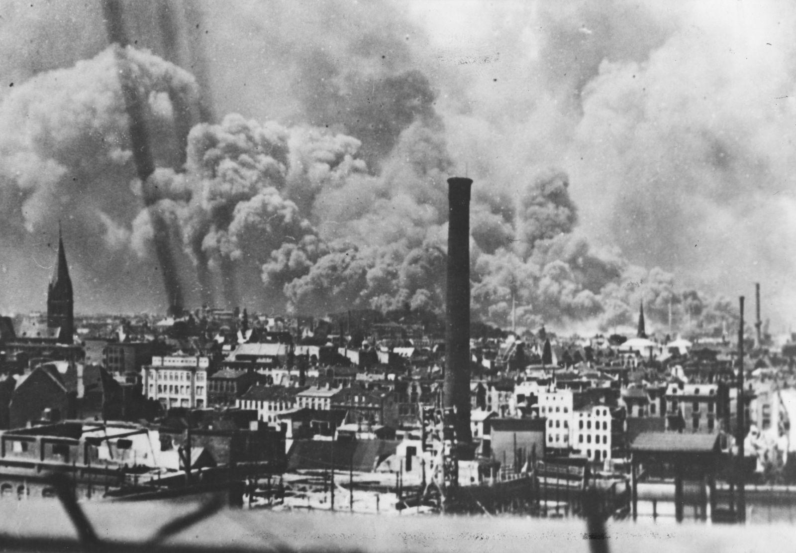Zweiter Weltkrieg: Hamburg-Harburg nach einem Luftangriff