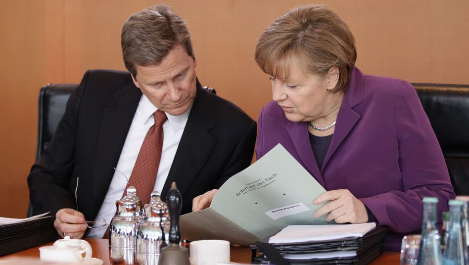 Außenminister Westerwelle, Kanzlerin Merkel: Diskussion über Abstimmungsverhalten