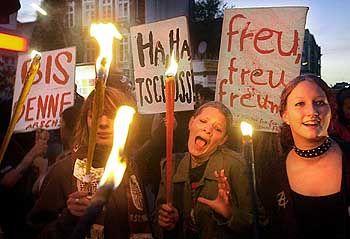"""Schill-Out-Party: Rund 2000 Demonstranten nahmen an der """"Feier"""" teil"""