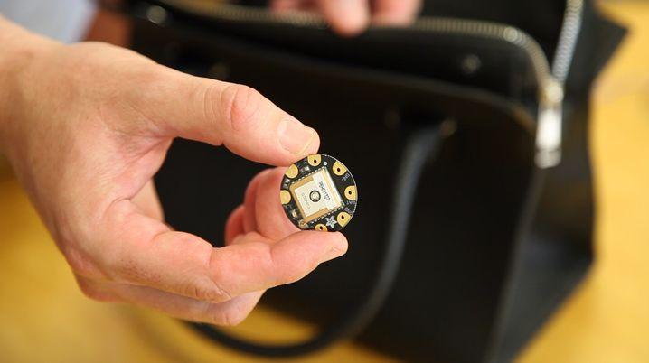 Chip gegen den blinden Kaufrausch: Die Handtasche zwingt zur Sparsamkeit