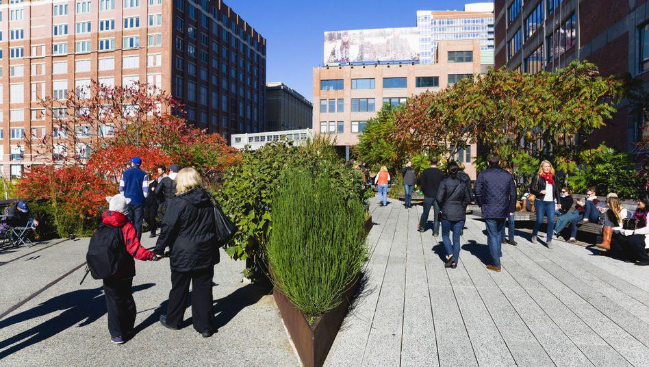 Weg über die New Yorker High Line zum Chelsea Market in Manhattan