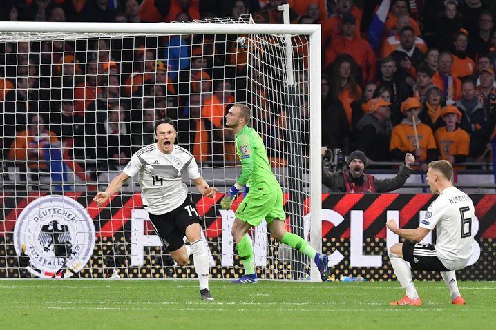 Lucky Punch: Nico Schulz (l.) gelingt in der 90. Minute der Siegtreffer gegen die Niederlande. Joshua Kimmich (r.) jubelt.