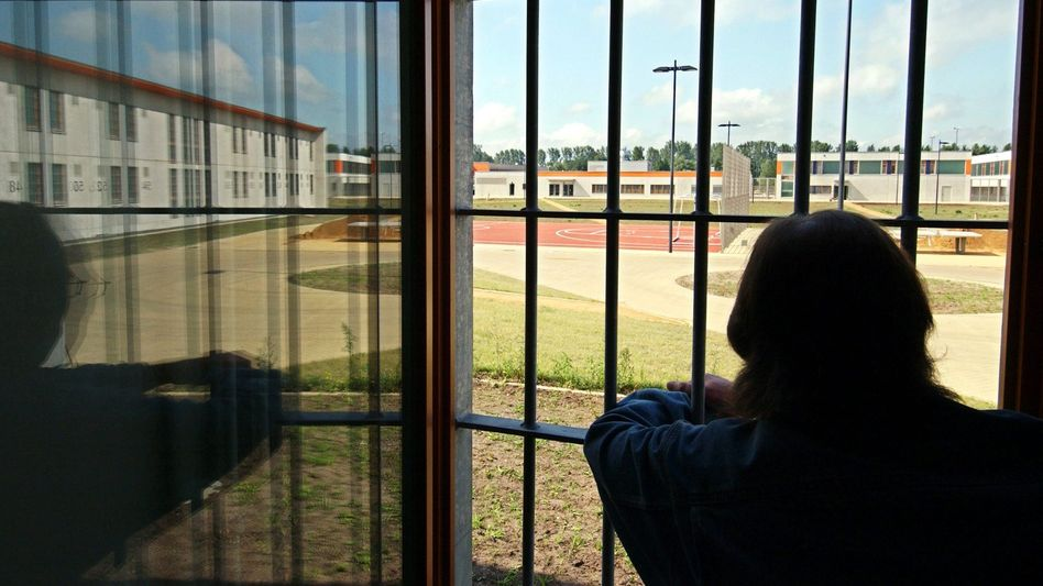 """Gefangener (Symbolbild): """"Keine Anzeichen für hochgradige Gefahr"""""""