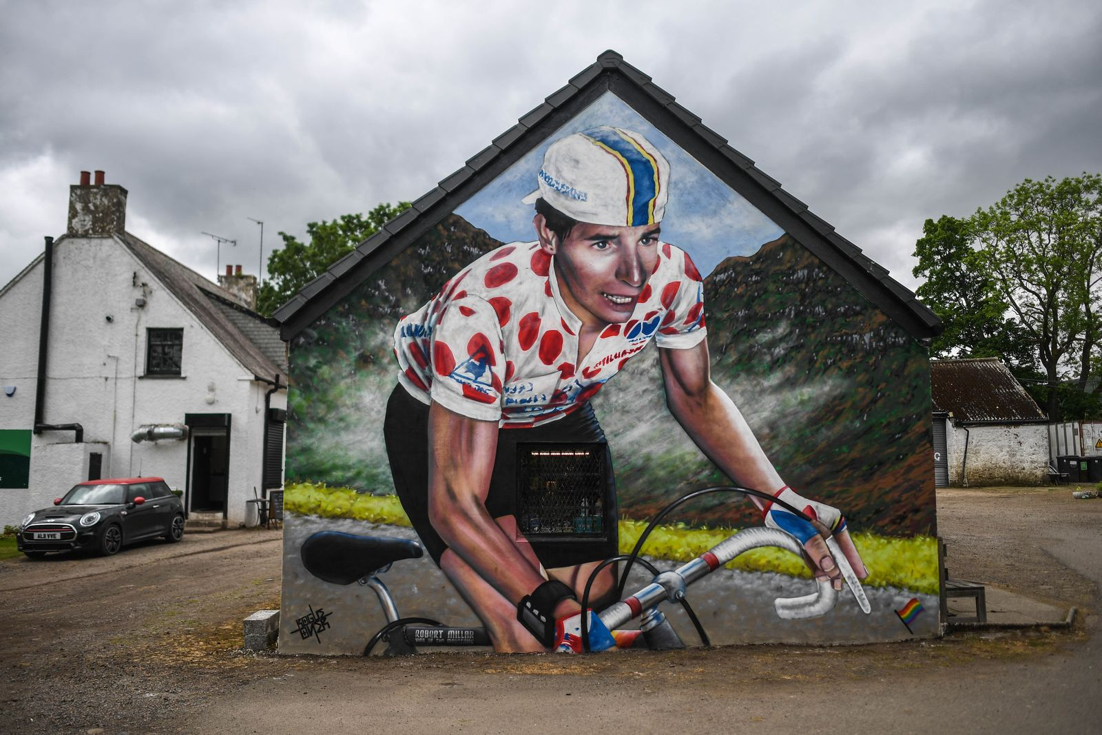 Mural Of Scotland Cycling Legend Robert Millar Unveiled On The Crow Road