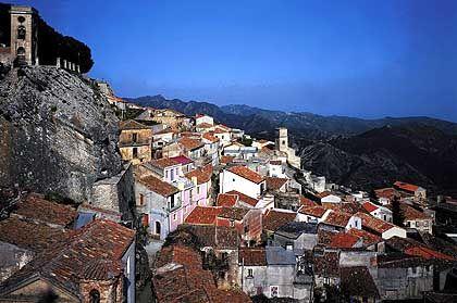 Kleine Häuser, enge Gassen: Wie hier in Lamezia Terme können Urlauber in Kalabrien noch ein ursprüngliches Süditalien erleben