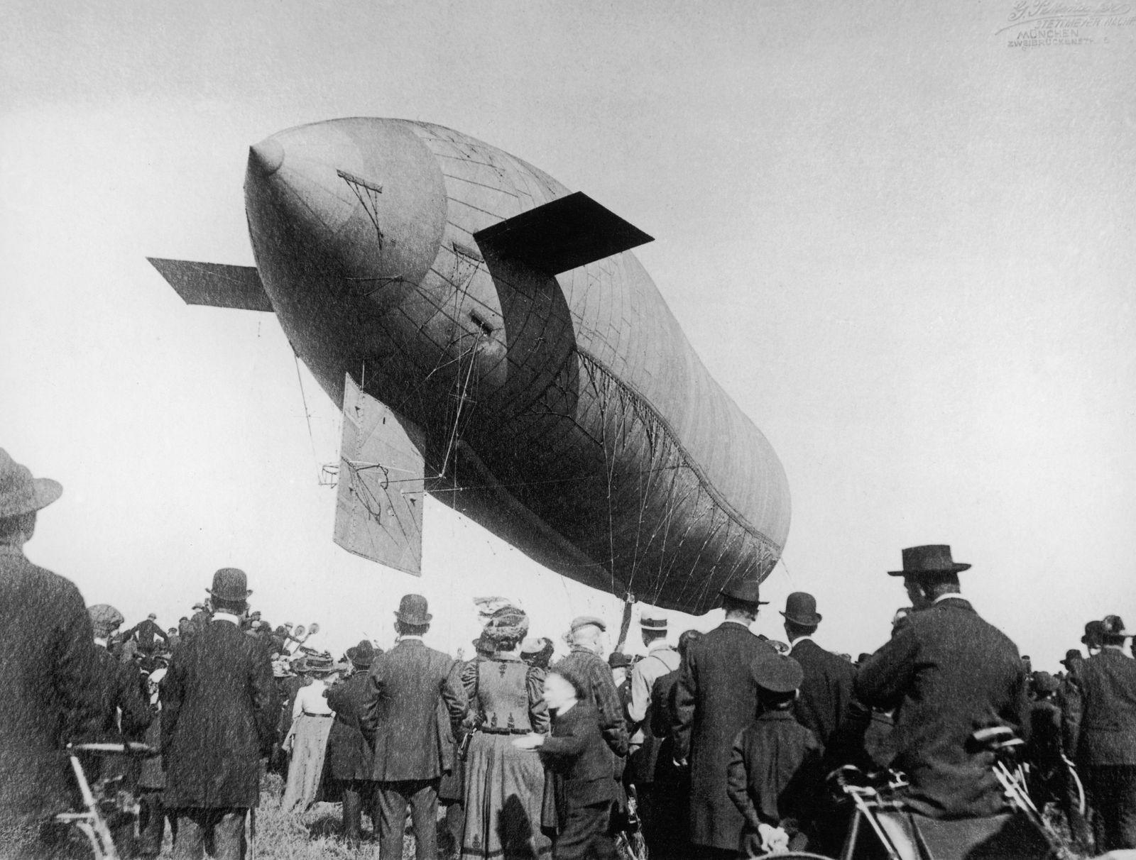 Airship landing in Munich