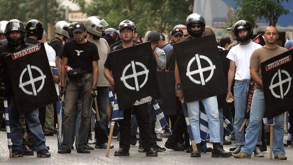 """Mitglieder der faschistischen Chrysi-Avgi-Partei in Athen: """"Der Dreck muss raus!"""""""