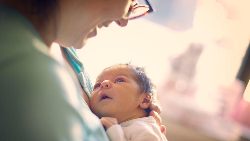 In vielen Krankenhäusern dürfen keine Begleitpersonen mit auf die Geburtsstation (Symbolbild)