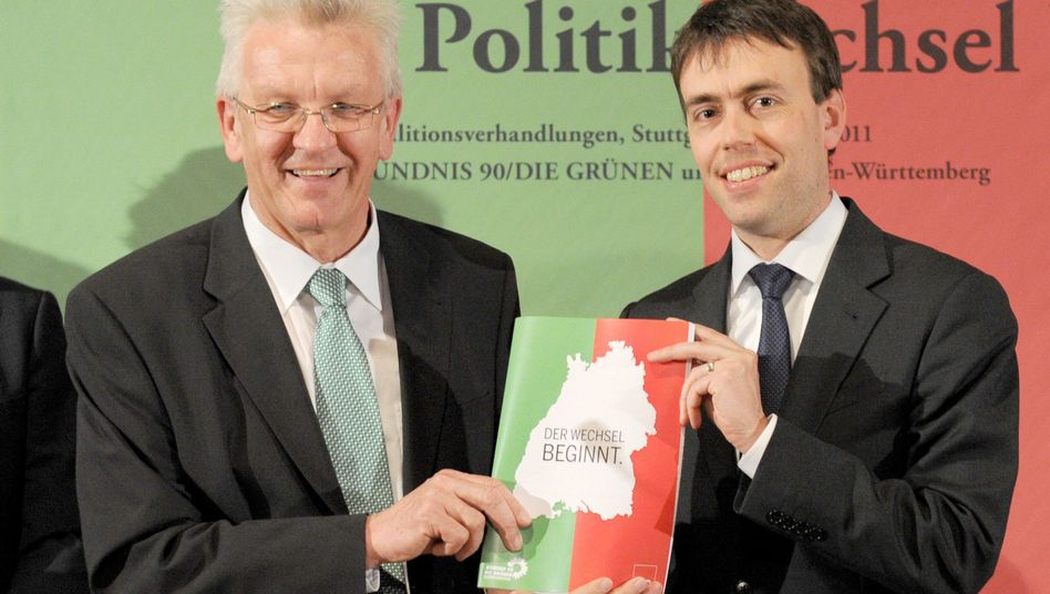 Winfried Kretschmann (left) of the Green Party will be the new governor of Baden-Württemberg in May. On Wednesday he presented the state's newly sealed coalition contract together with the SPD's Nils Schmid.