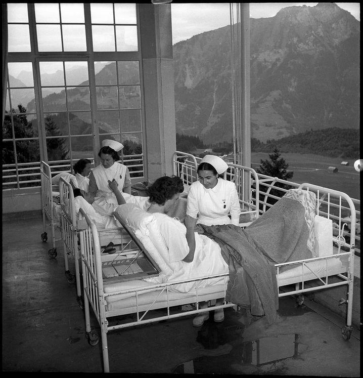 Griechische Krankenschwestern lernen den Umgang mit Tuberkulosekranken (1949)