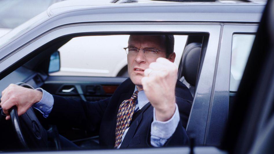 Aggressiver Autofahrer: Viele Verkehrsteilnehmer kritisieren eine Verrohung der Sitten