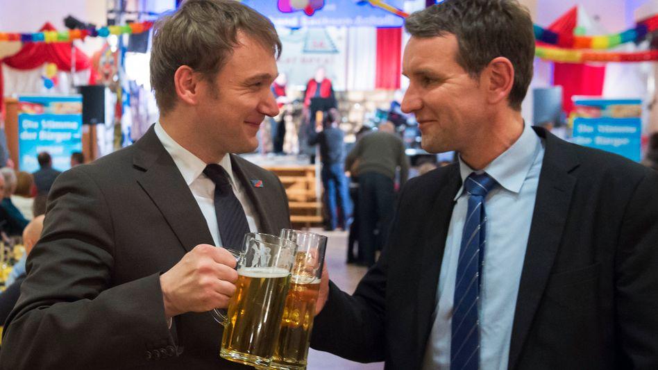 Poggenburg und Höcke auf dem Politischen Aschermittwoch im sachsen-anhaltinischen Güsten: Verbündete auf dem rechten AfD-Flügel