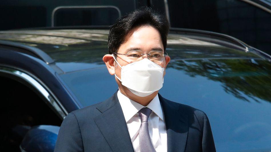 Samsung-Erbe Lee Jae-yong auf dem Weg ins Gericht in Seoul: Wegen Aktienkursmanipulation, Untreue, Verstoßes gegen Rechnungsprüfungsvorschriften und anderer Delikte angeklagt