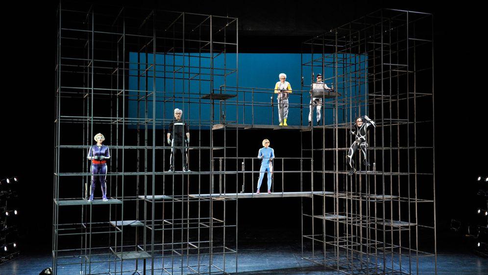 Theaterpremiere in Mannheim: Hyper, Hyper