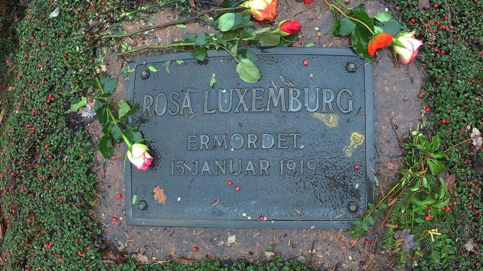 Rosa-Luxemburg-Gedenkstätte auf dem Zentralfriedhof Friedrichsfelde in Berlin