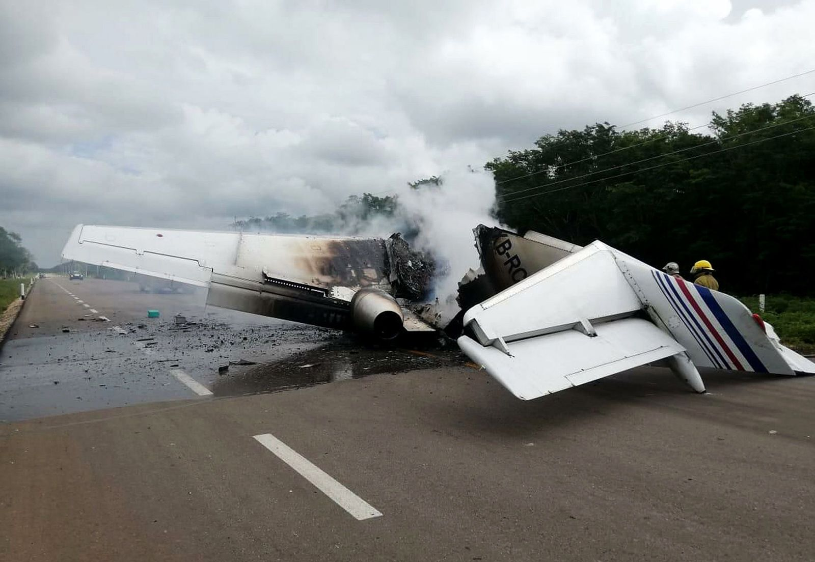 Alleged drug trafficking plane catches fire on highway in southeastern Mexico, Felipe Carrilo Puerto - 05 Jul 2020