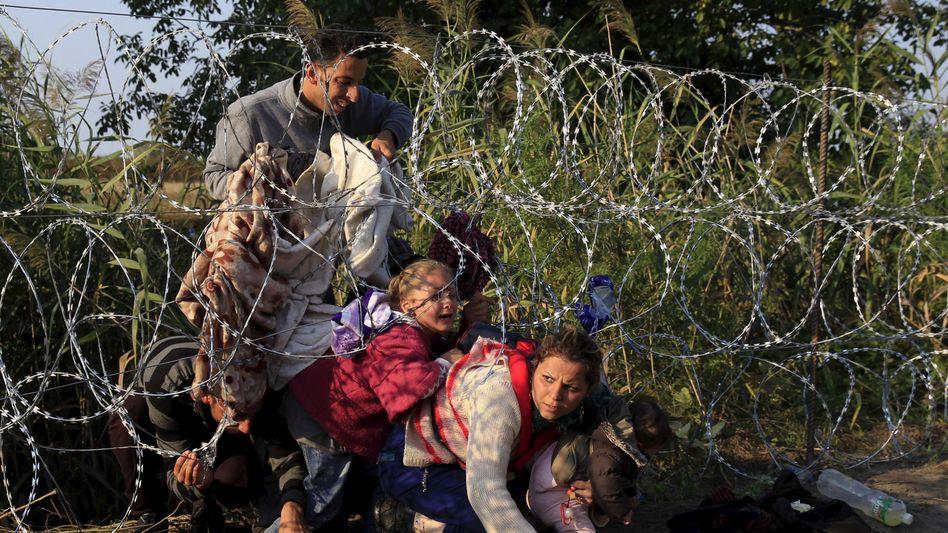 Flüchtlinge am ungarischen Grenzzaun: Die EU bietet ein trauriges Bild