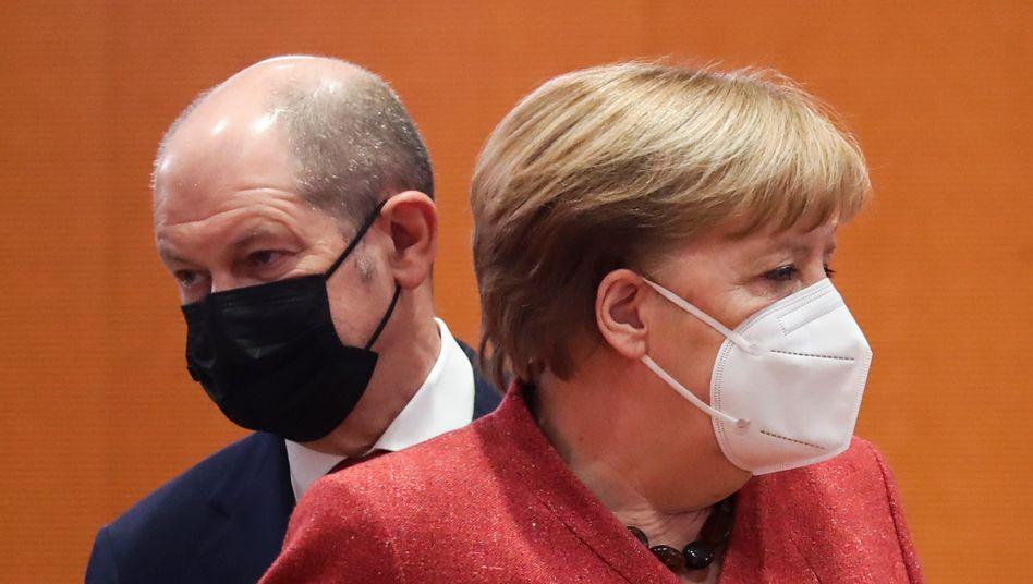 Finance Minister Olaf Scholz, Chancellor Angela Merkel