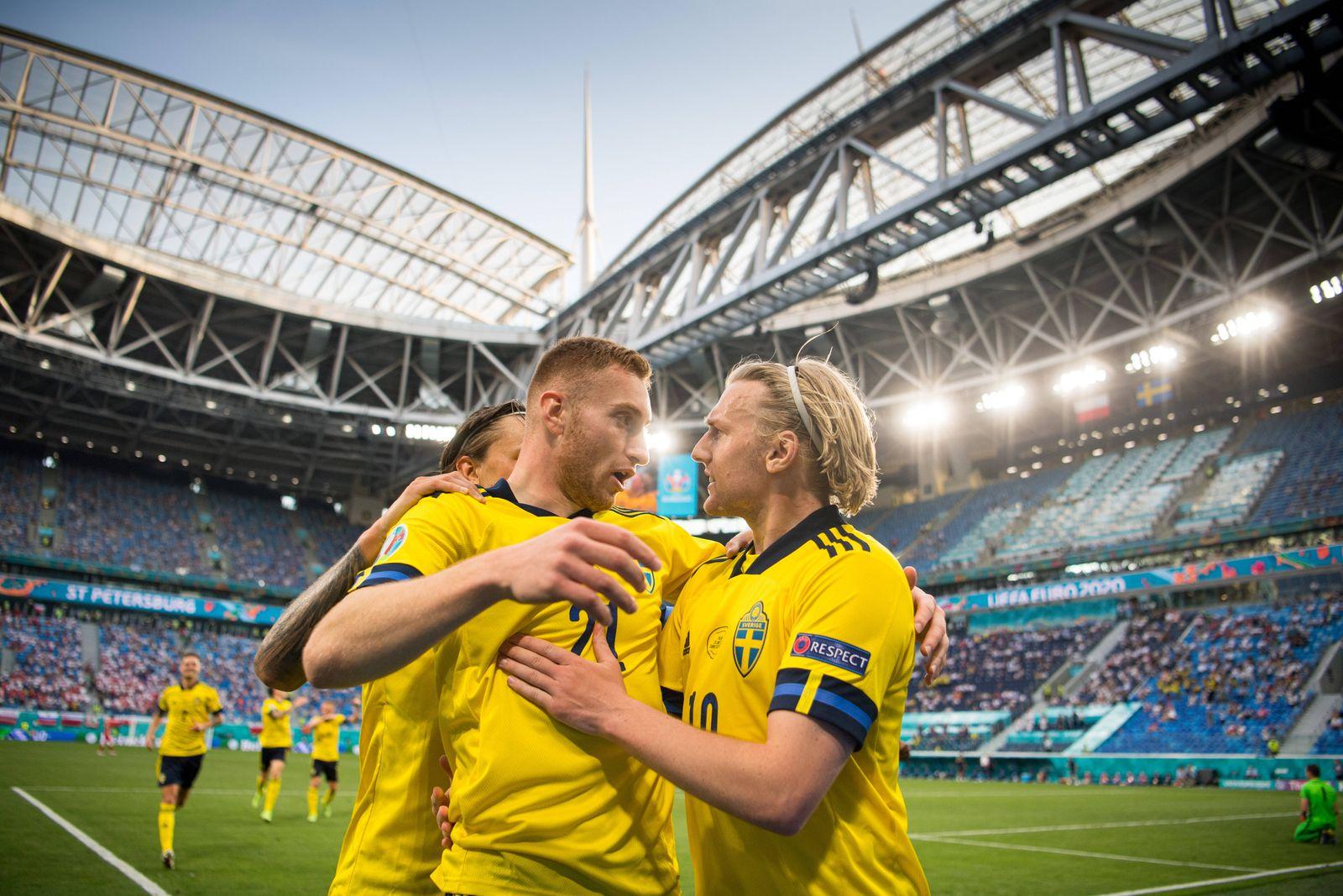 210623 Kristoffer Olsson, Dejan Kulusevski and Emil Forsberg of Sweden celebrate after the 2-0 goal during the UEFA EUR