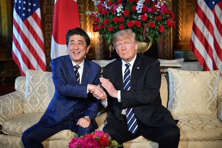 Partner Abe und Trump: Zweifel an der Verlässlichkeit des US-Präsidenten