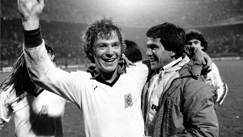 Harald Nickel und Jupp Heynckes jubeln 1979 in Mailand