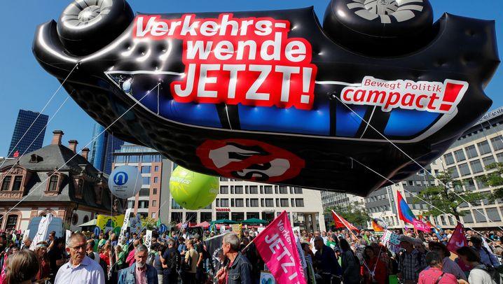 """Proteste gegen IAA: """"Ich merkel nix vom Klimawandel"""""""