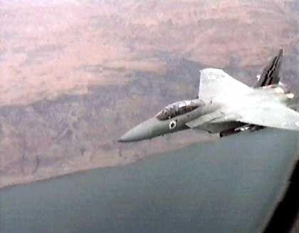 Ein Passagier fotografierte aus der Arkia-Maschine einen israelischen Luftwaffenjet, der das Flugzeug bis nach Tel Aviv begleitete