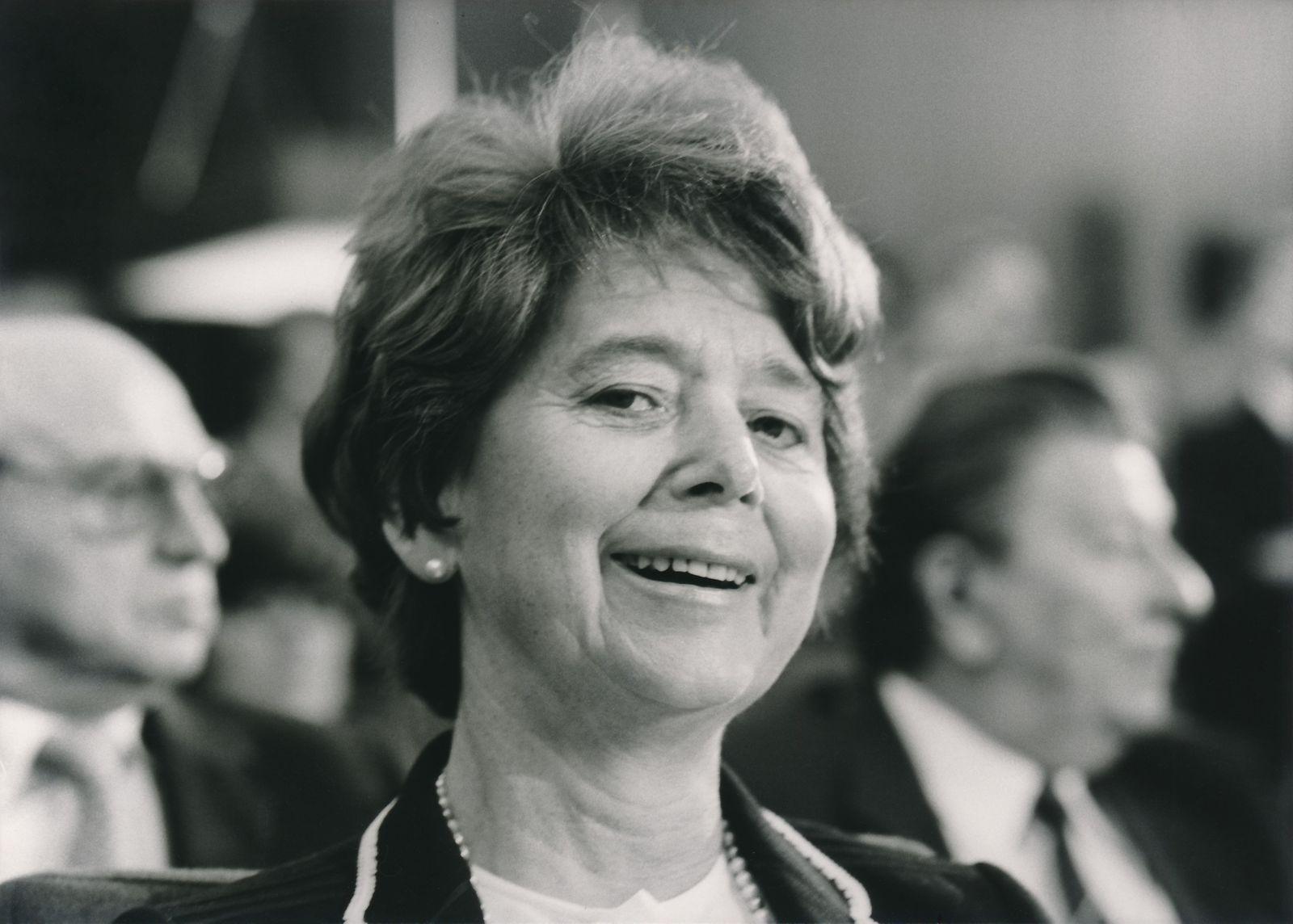 Titel: Amtseinführung von Dr. Gustava Mösler als Hörfunkdirektorin am 07.10.1982 / Verabschiedung von Gunthar Lehner
