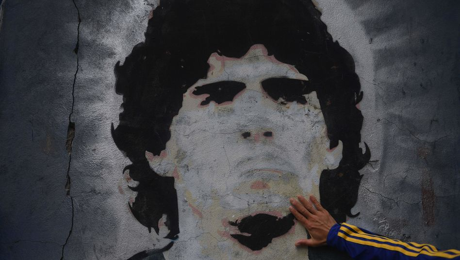 Abbildung von Diego Maradona auf einer Wand