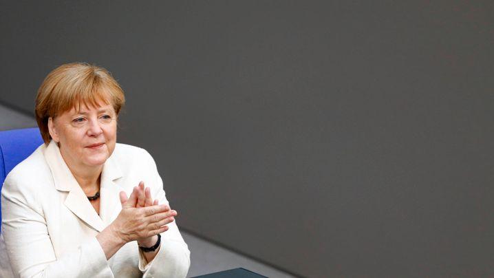 Gehälter: Merkel verdient mehr