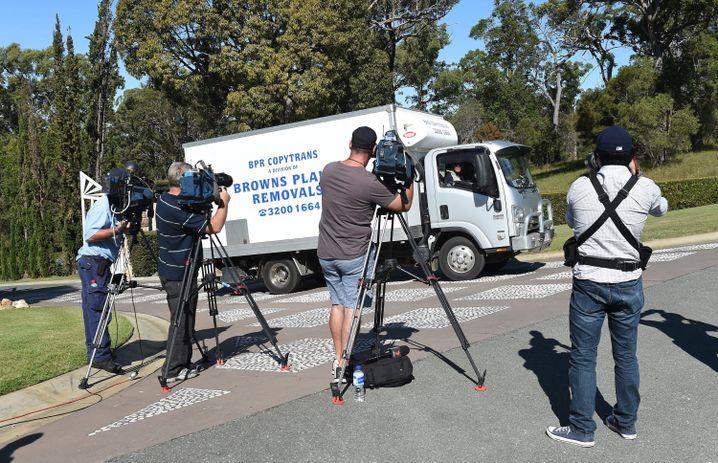 """Reporter vor Johnny Depps Haus in Coomera, Australien: """"Entweder - oder"""""""