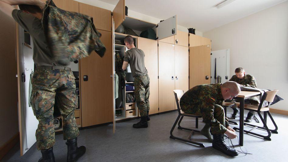 """Soldaten in einer Bundeswehrstube (Archiv): """"Situation inakzeptabel"""""""