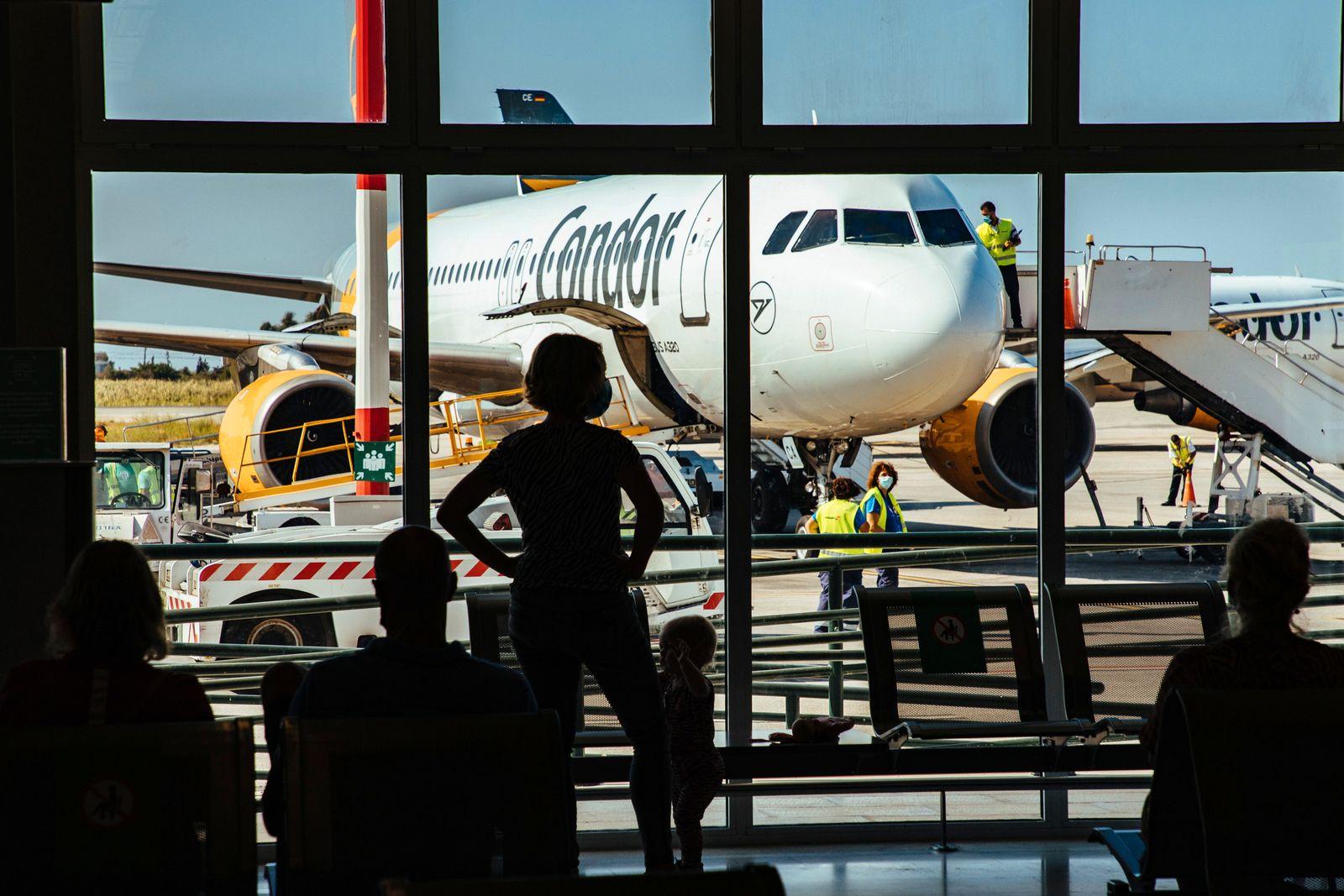 Condor Maschine auf dem Flughafen Samos