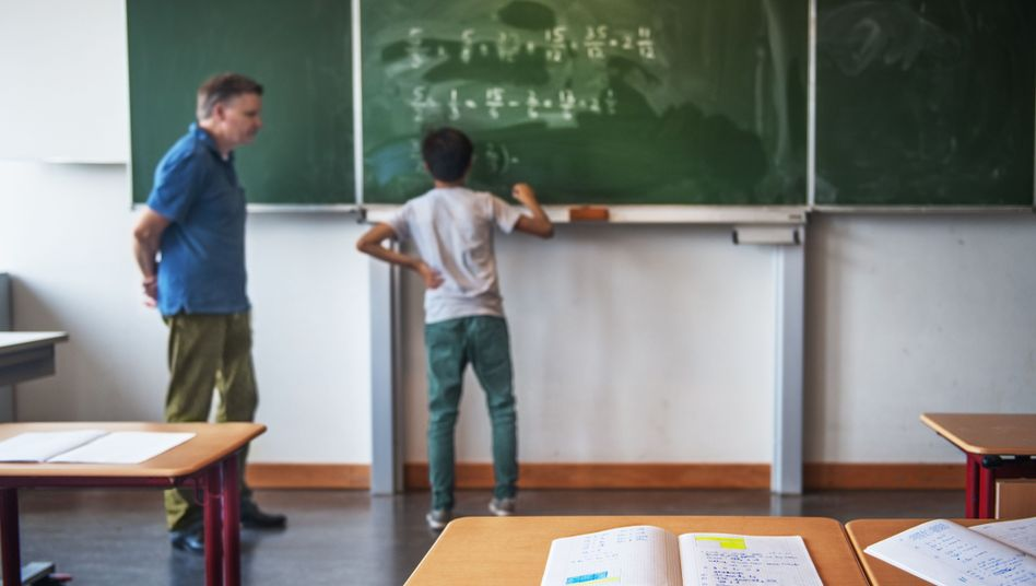 """Lehrer im Mathematik-Unterricht: """"Pisa war ein heilsamer Schock"""" (Symbolbild)"""