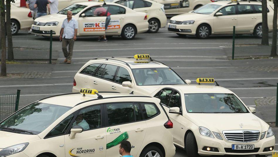 Taxis in Berlin: Der Mindestlohn treibt die Fahrpreise nach oben