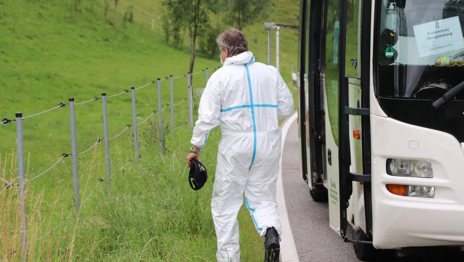 Linienbus in Obergünzburg: Ein Mann hat seine von ihm getrennt lebende Ehefrau erstochen