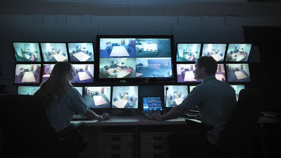 Überwachungszentrale: Telekomfirmen sollen Ermittlern Kunden-Passwörter geben