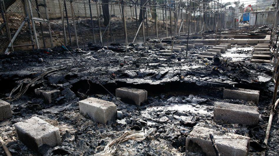 Verbrannte Zelte in Moria