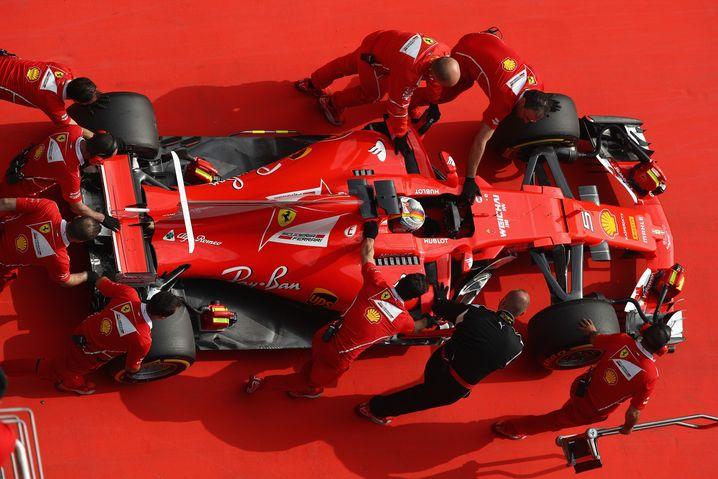 Das Ferrari-Team bei der Arbeit
