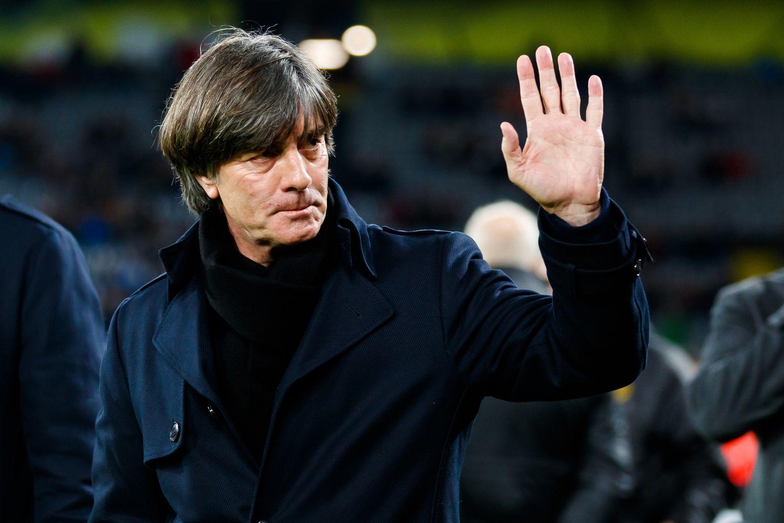 Joachim Loew (Trainer / Deutschland) winkt den Fans zu, Deutschland vs Argentinien, Fussball, Freundschaftsspiel, 09.10.