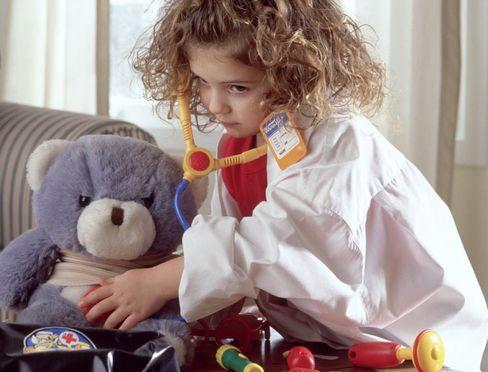 Ob Doktorspiele oder kleines Einmaleins: Bleibende Erfahrungen machen Kinder oft aus eigenem Antrieb