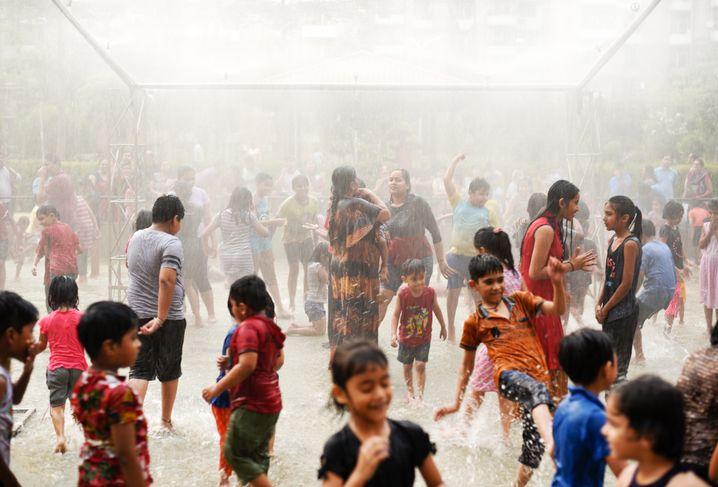 Regenanlage in Indien: Arbeiten im Freien wird immer öfter unerträglich
