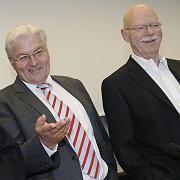 """Kanzlerkandidat Steinmeier, Fraktionschef Struck: """"Niemand will nach hinten schauen"""""""