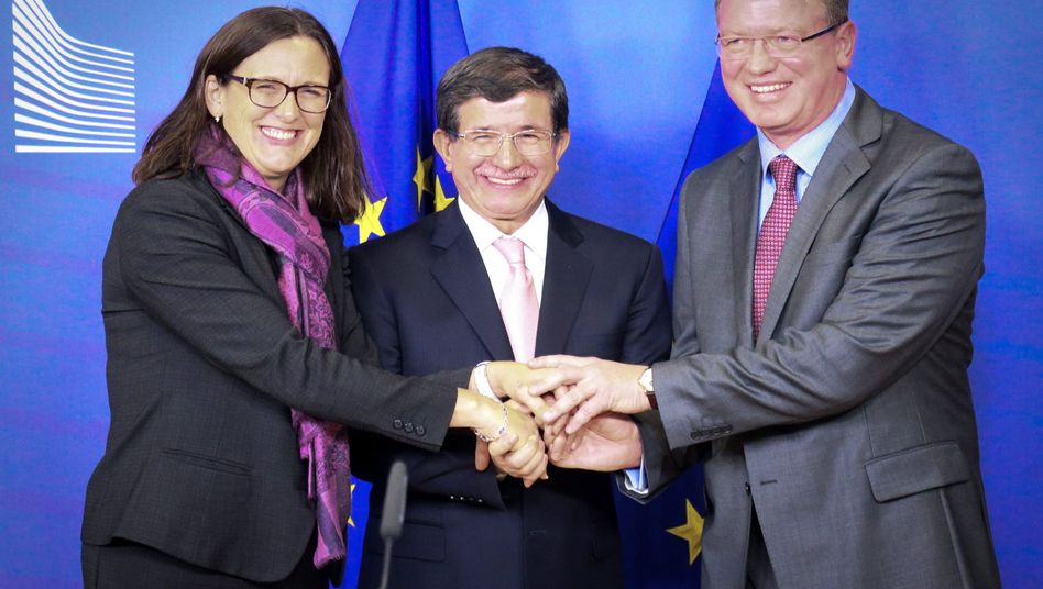 """Malmström, Davutoglu und Füle: """"Historischer Tag für EU und Türkei"""""""