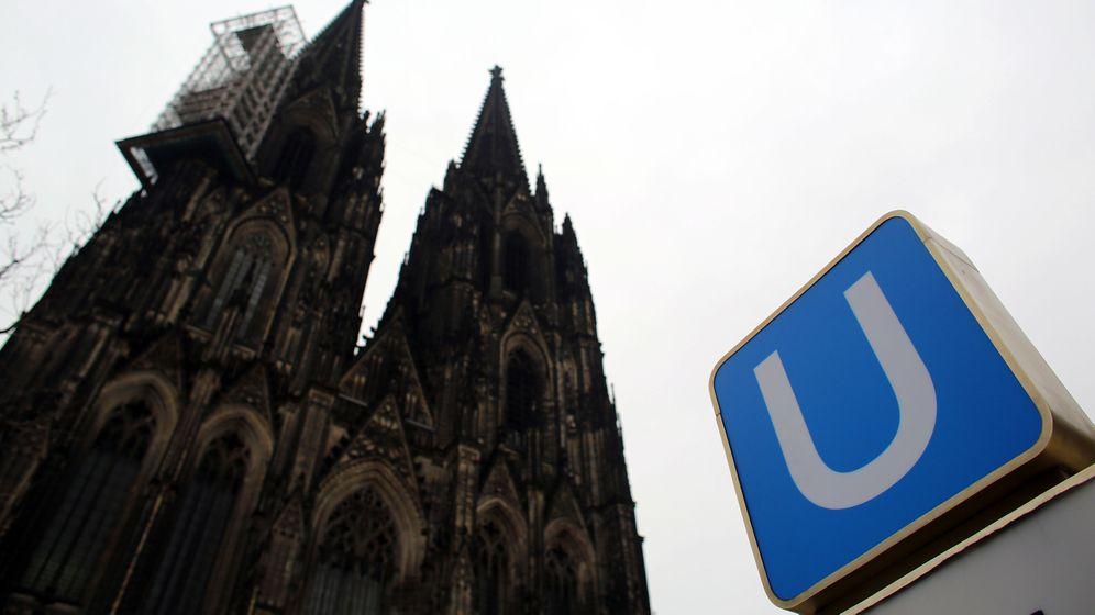 Kölner Dom: Vorsicht bei Einfahrt des Zuges!