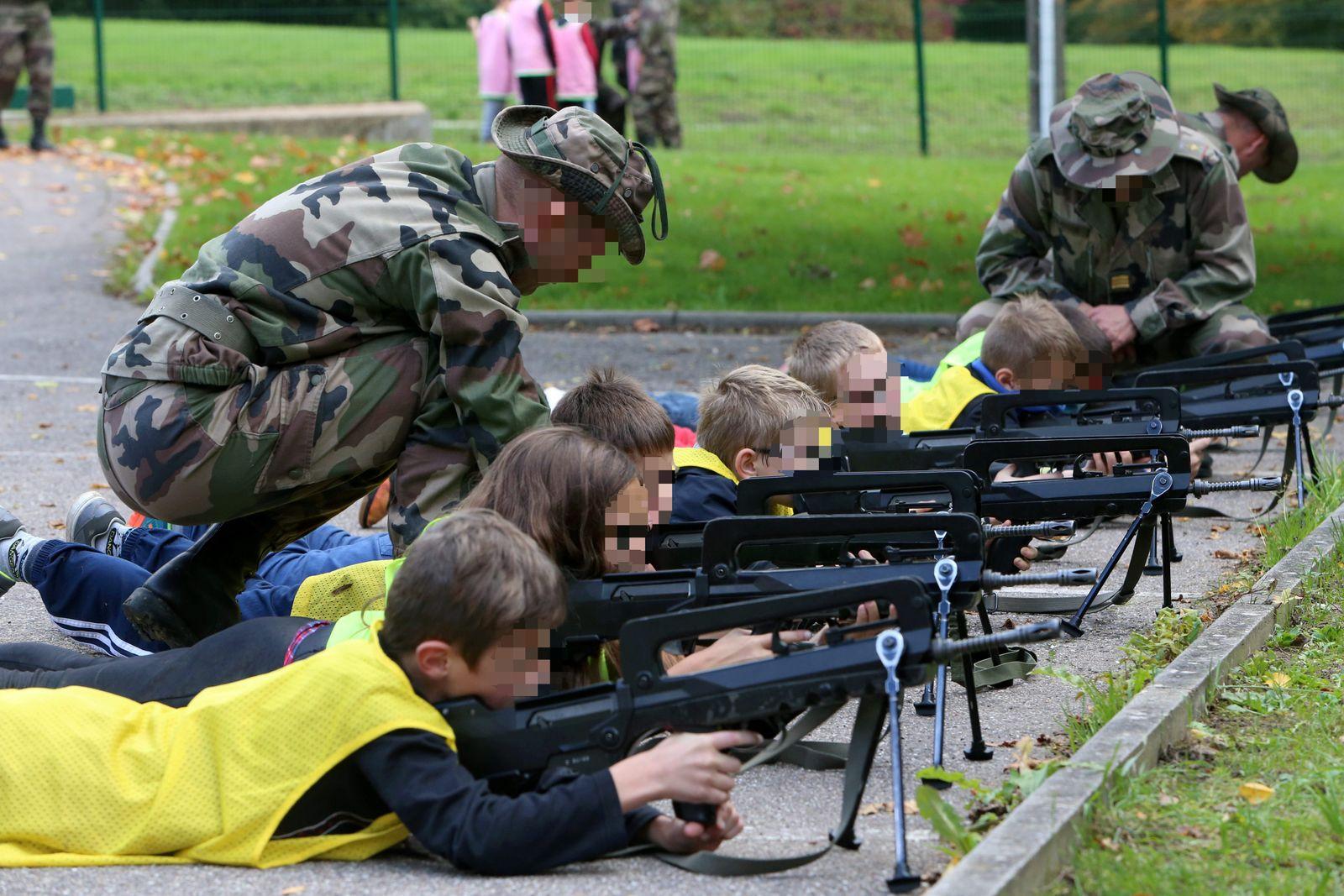 EINMALIGE VERWENDUNG Frankreich/ Drillschule