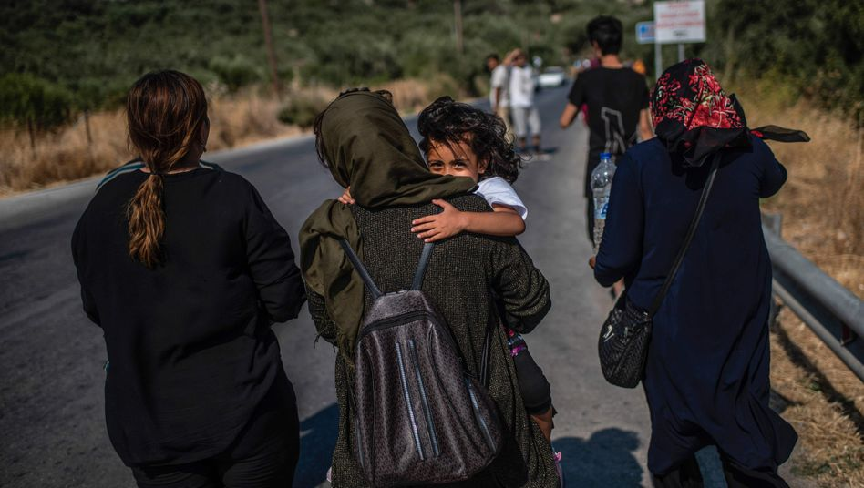 Geflüchtete auf Lesbos: Anerkannte Asylbewerber müssen die Lager innerhalb einer Woche verlassen
