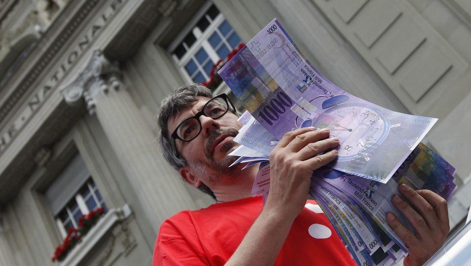 Demonstrant vor der Schweizerischen Nationalbank: Der Druck auf die Notenbanker wächst