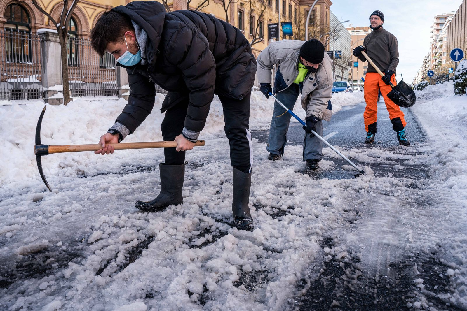 January 10, 2021, Madrid, Spain: Neighbors clearing the snow in the streets that connect with the Gregorio Maranon Hosp