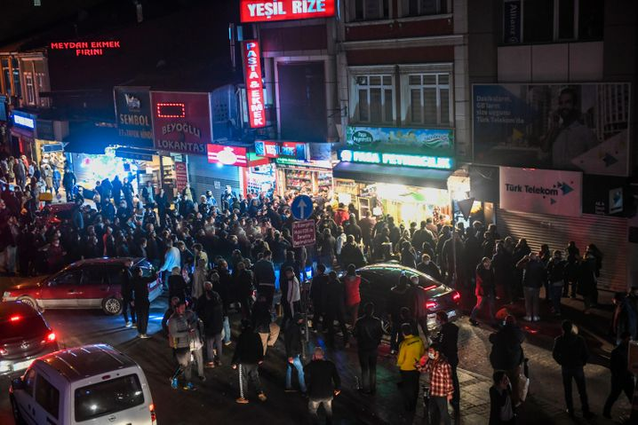 Hamsterkäufe vor Ausgangssperre in Istanbul: Gefährlicher Mittelweg